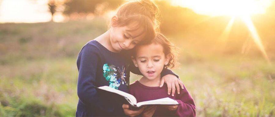 """Miles de estudiantes participan en """"Día de traer la Biblia a la escuela"""" 2"""