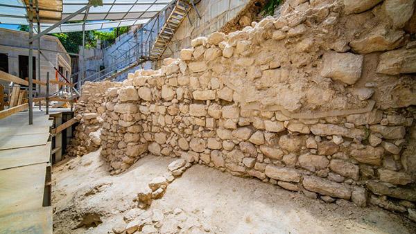 Arqueólogos en Jerusalén descubren parte de la muralla de la ciudad de la época del primer templo 3